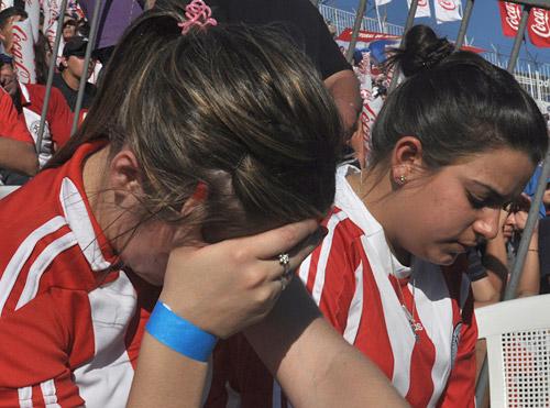 Los aficionados paraguayos terminaron llorando tras la eliminación de su selección.