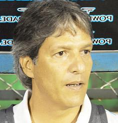 Carlos Restrepo al lograr el campeonato ratificó su continuidad en Olimpia.