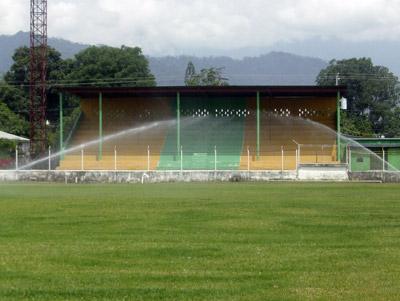 """Esta es la única gradería en el estadio """"Rubén Deras"""" de Choloma."""