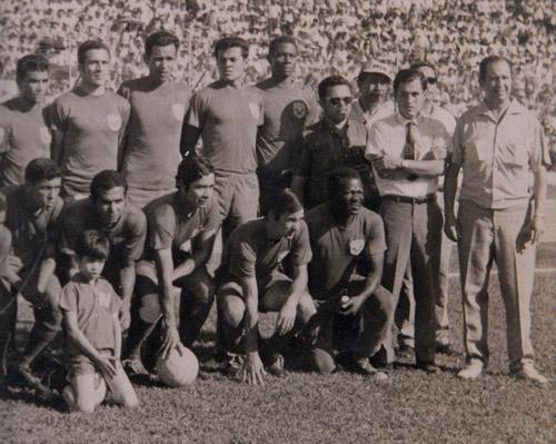 """El Motagua del 70 junto a grandes figuras como Benavides, """"Foncho"""" Navarro, Julio Meza, """"Martillo"""" Hernández y Guifarro."""
