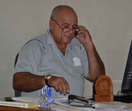 El metodólogo cubano Manuel Astensio trabaja con los entrenadores del COH.