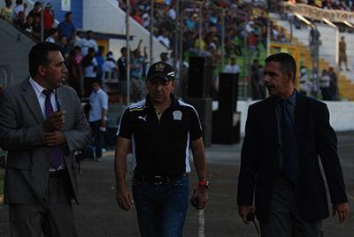 El comisario del juego Eduardo Montes, Osman Madrid y el mayor Saúl Bueso Mazariegos, gestionaron mucho para mejorar la seguridad tras los hechos violentos.