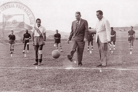 En 1949, Motagua le ganó al Puebla de México 2-0; el saque de honor lo hizo el presidente de Honduras, Juan Manuel Gálvez.
