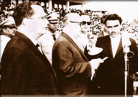El presidente liberal ofrece su discurso de toma de posesión en el legendario estadio del barrio Morazán.