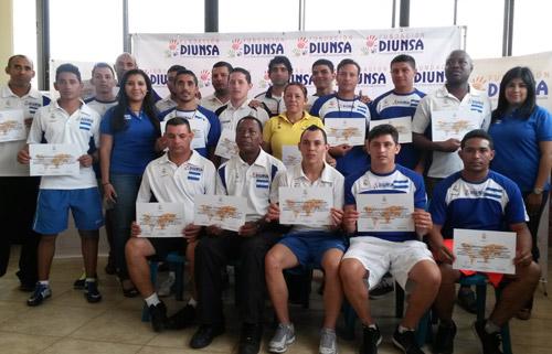 El grupo de técnicos del programa de Fundación Diunsa, Formando Campeones, capacitados por Antonio Vilar.