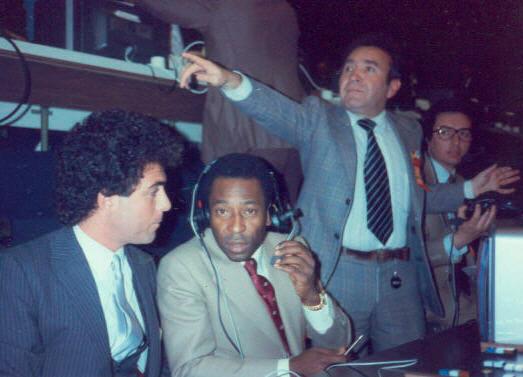 Junto al Rey Pelé en una copa del mundo.