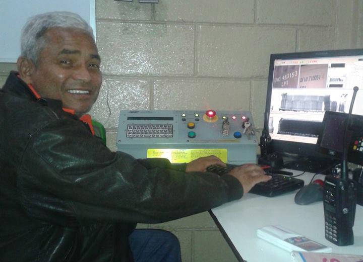 """""""Guaya"""" Cruz lleva 36 años de trabajar con la DEI como oficial de aduana en Puerto Cortés."""