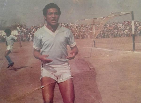 El recordar al Broncos le emociona, es el equipo de sus amores, allí se dio a conocer como goleador en el fútbol hondureño.