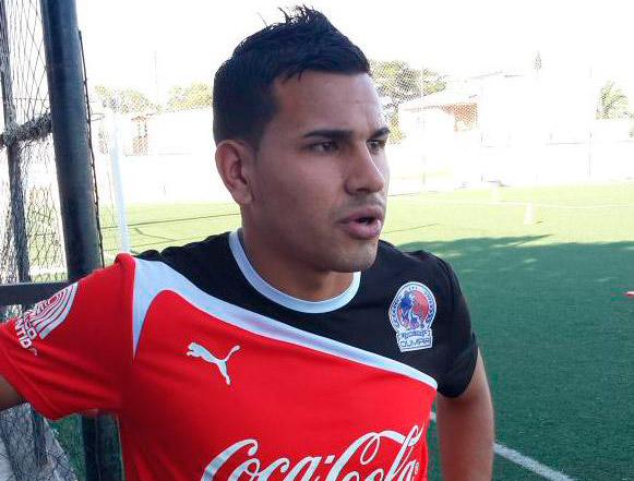 Junior Sandoval ya se entrena con el plantel y espera el visto bueno de su técnico.