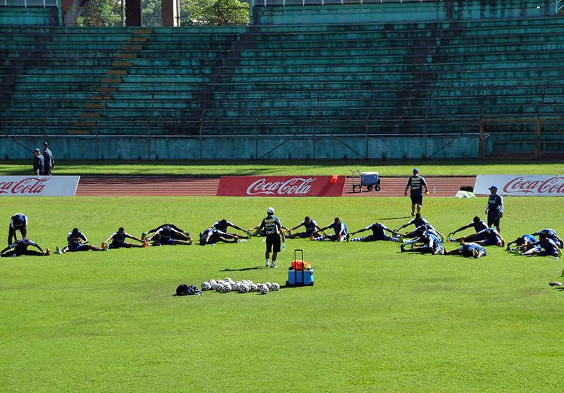 Cuando se permitió el ingreso de los medios, el entreno ya había finalizado, el grupo estaba estirando.